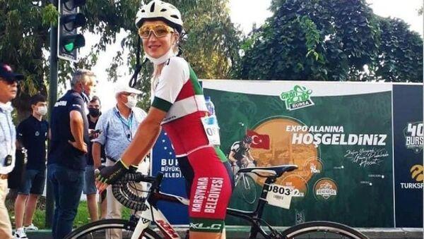 İzmir'de antrenman yaparken kamyon çarpan bisiklet sporcusu kadın öldü - Sputnik Türkiye