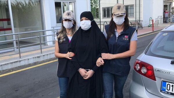 IŞİD üyesi Soumaya Raissi - Sputnik Türkiye