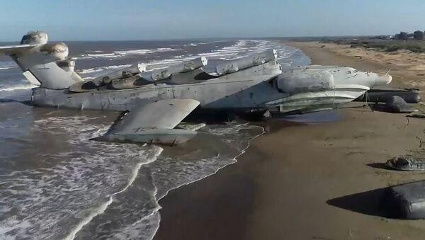 Hazar Denizi kıyısında 'terk edilmiş' Sovyet ekranoplanı görüntülendi - Sputnik Türkiye