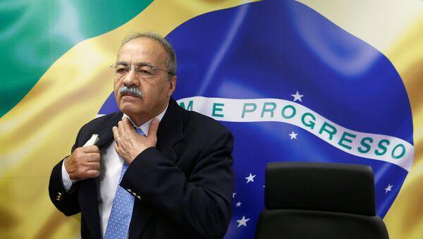 Brezilya'da yeni tip koronavirüs (Kovid-19) ile mücadele için ayrılan kamu bütçesini kötüye kulladığı şüphesiyle evine operasyon düzenlenen ve iç çamaşırında nakit para bulunan SenatörChico Rodrigues - Sputnik Türkiye