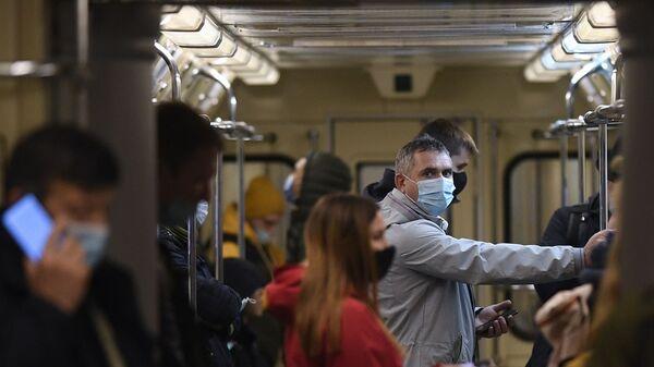 Koronavirüs, maske, metro, Moskova, Rusya - Sputnik Türkiye
