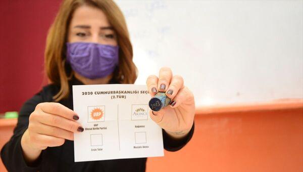 Kuzey Kıbrıs'ta cumhurbaşkanlığı seçiminin ikinci turu - Sputnik Türkiye