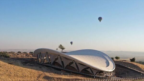 Şanlıurfa'da, UNESCO Dünya Mirası Listesi'nde yer alan ve tarihin sıfır noktası olarak nitelendirilen Göbeklitepe'de, sıcak hava balonuyla resmi uçuşlar başladı. - Sputnik Türkiye