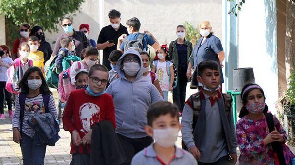 Çocuk-koronavirüs-maske-okul - Sputnik Türkiye