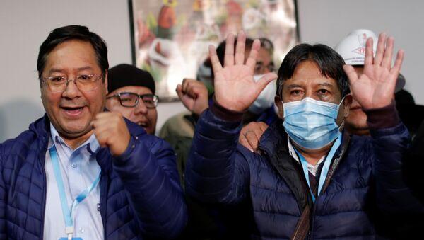 Bolivya seçimlerinin resmi olmayan sonuçlarına göre MAS'tan Luis Arce devlet başkanı, David Choquehuanca (maskeli) devlet başkanı yardımcısı seçildi - Sputnik Türkiye