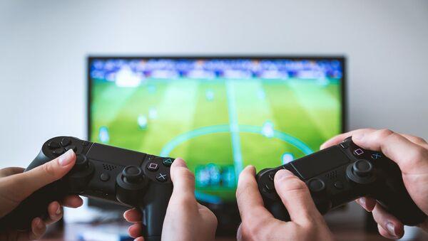 PlayStation 4 oynayan insanlar - Sputnik Türkiye