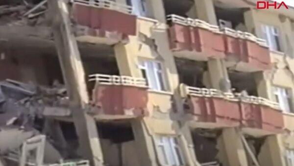 Van'daki depremin 9. yılında yeni görüntüler ortaya çıktı - Sputnik Türkiye