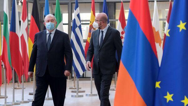 Charles Michel, Armen Sarkisyan - Sputnik Türkiye