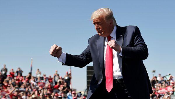 U.S. President Donald Trump gestures as he attends a campaign rally at Prescott Regional Airport in , Arizona, U.S., October 19, 2020. REUTERS/Carlos Barria - Sputnik Türkiye