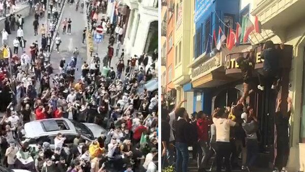İstanbul'daki Suriyeliler'den oluşan kalabalık bir grup, Fatihİskenderpaşa Mahallesi, Ahmediye Caddesi'nde öğle saatlerinde toplanarak bir süreFransaaleyhine slogan attı. - Sputnik Türkiye