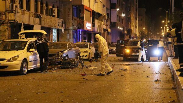 Hatay'ın İskenderun ilçe merkezinde patlama meydana geldi, olay yerine çok sayıda polis, itfaiye ve sağlık ekibi sevk edildi. - Sputnik Türkiye
