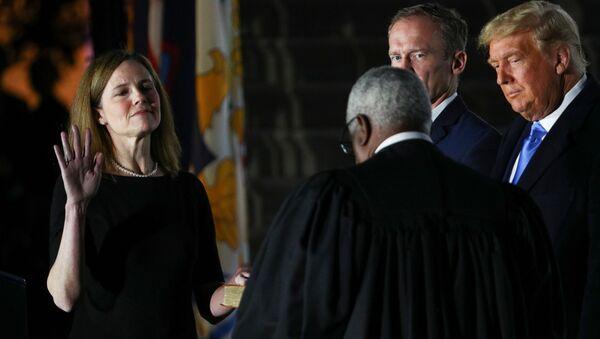Amy Coney Barrett ve Donald Trump - Sputnik Türkiye