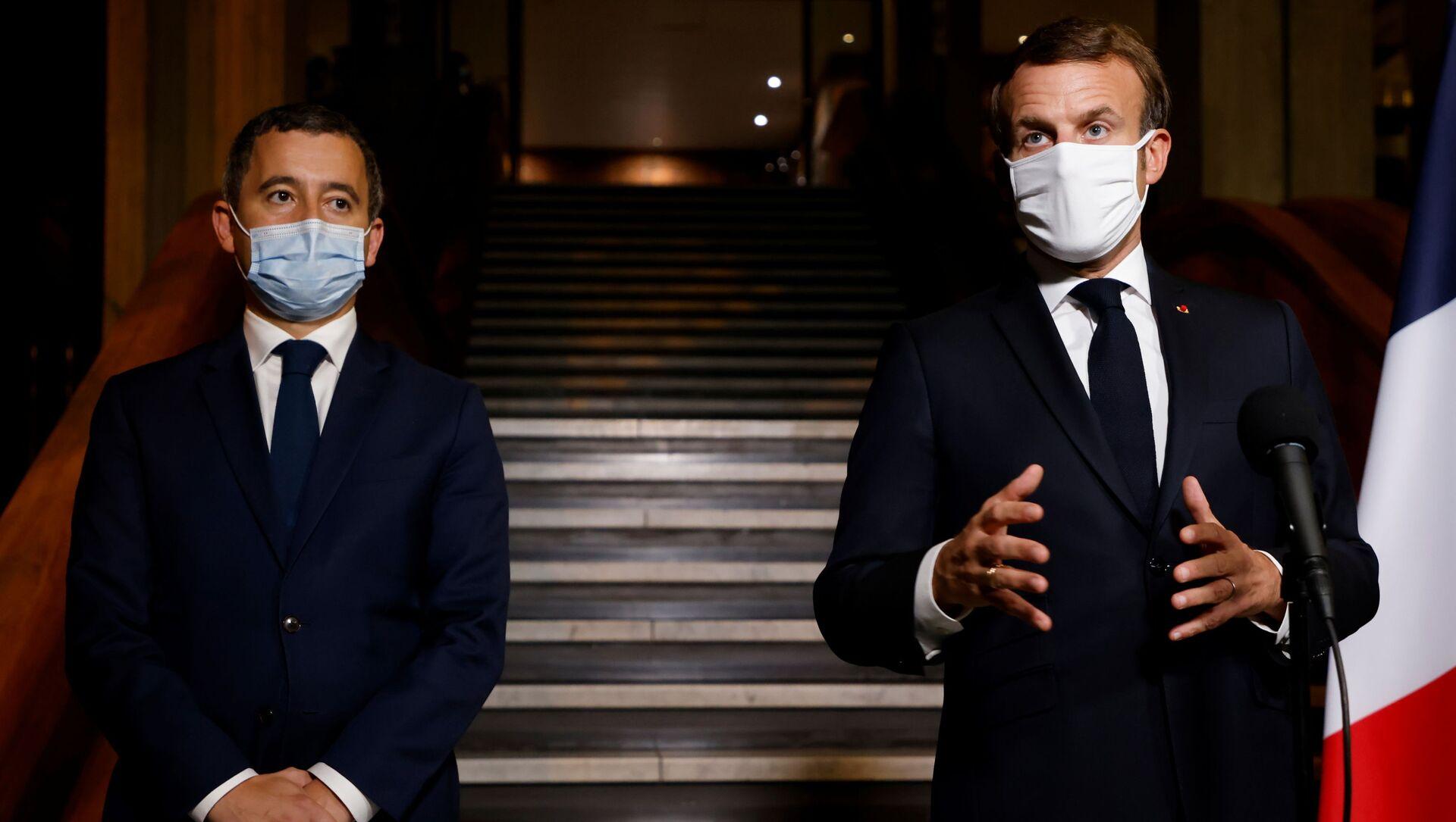 Gerald Darmanin ile Emmanuel Macron (sağda) - Sputnik Türkiye, 1920, 01.04.2021