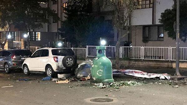Ataşehir Fetih Mahallesi, Küçükçiftlik yolu Caddesi üzerinde bulunan bir çöp konteynerinde patlama yaşandı. - Sputnik Türkiye