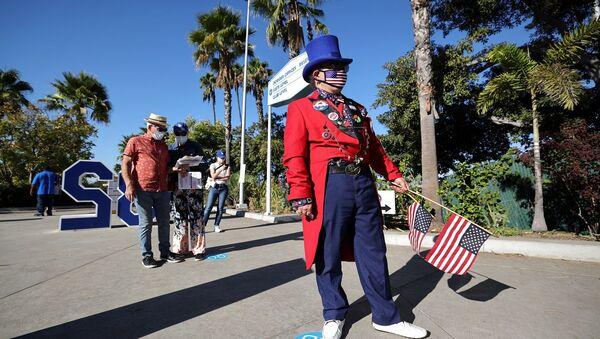 ABD -  California - Los Angeles - oy verme - başkanlık seçimleri - maske - koronavirüs - Sputnik Türkiye