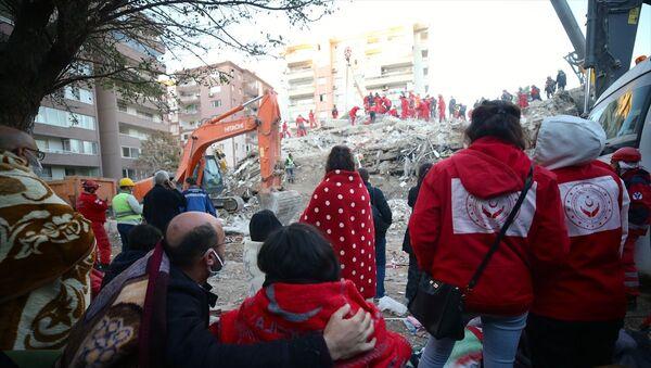 İzmir depremi- Rıza Bey Apartmanı - Sputnik Türkiye