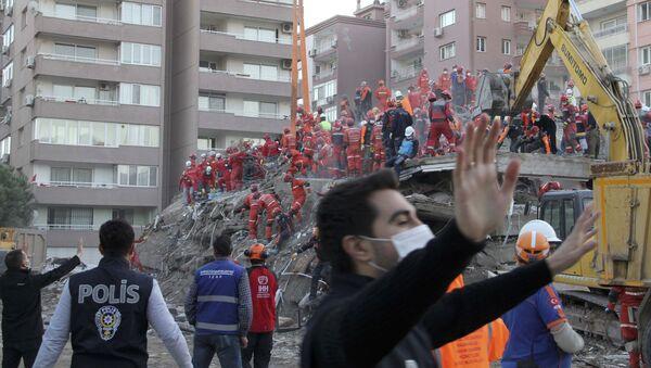 İzmir'de arama kurtarma çalışmaları - Sputnik Türkiye