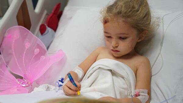 Depremden 65 saat sonra kurtarılan 3 yaşındaki Elif Perinçek - Sputnik Türkiye