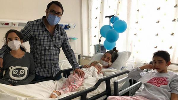 Elif Perinçek ve ailesi - Sputnik Türkiye