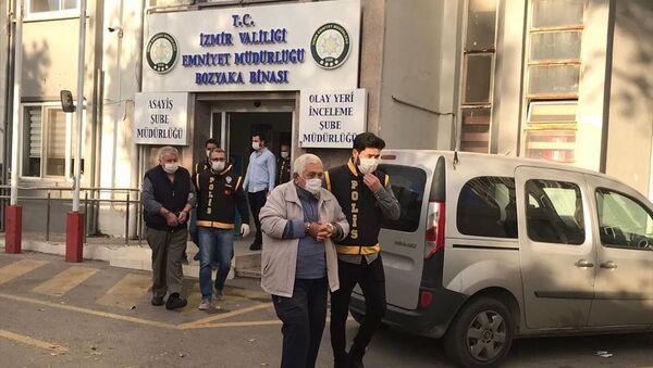 İzmir'deki depremde yıkılan binalarla ilgili gözaltına alınan müteahhitler - Sputnik Türkiye