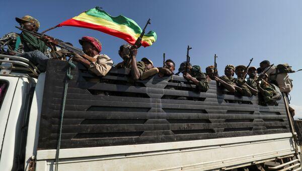 Etiyopya Federal Demokratik Cumhuriyeti Başbakanı Abiy Ahmed, Tigray ile tarihi husumeti bulunan komşu bölge Amhara'dan milisleri de Tigray'ın üzerine gönderdi. - Sputnik Türkiye