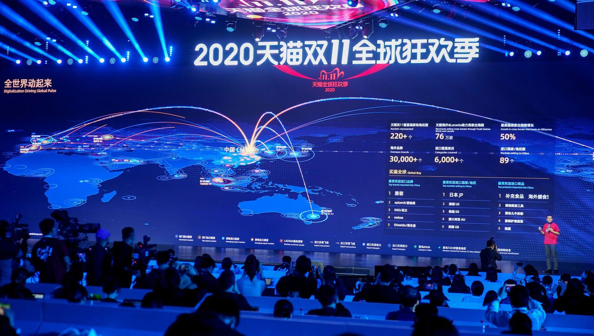 Alibaba medya merkezinde 11 Kasım 2020 Bekarlar Günü küresel alışveriş festivalindeki ticaret hacmi an be an dev ekrana yansıtıldı. - Sputnik Türkiye, 1920, 03.02.2021