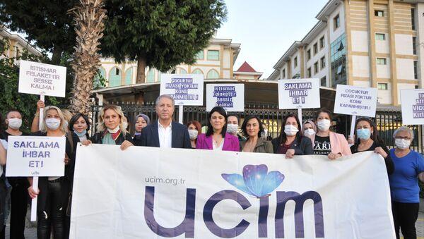 Antalya'da 26 öğrencisine cinsel istismarda bulunan öğretmen Mahmut Aydın Köksar 621 yıl hapis cezası aldı - Sputnik Türkiye