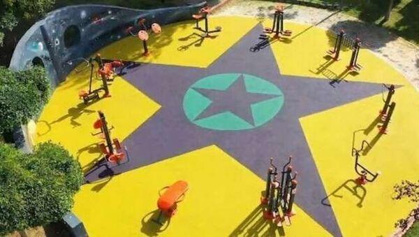 Küçükçekmece'de yenilenen çocuk parkında kullanılan görsellerin PKK sembollerini andırdığı gerekçesiyle soruşturma başlatıldı. - Sputnik Türkiye
