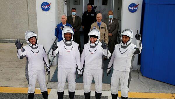 Victor Glover, Mike Hopkins ve Shannon Walker ile Japonya Uzay Araştırma Ajansı (JAXA) astronotu Soiçi Noguçi - Sputnik Türkiye