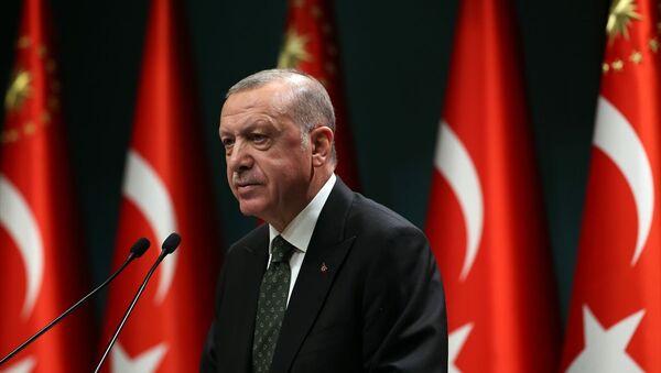 Türkiye Cumhurbaşkanı Recep Tayyip Erdoğan, Cumhurbaşkanlığı Kabine Toplantısı'nın ardından açıklamalarda bulundu. - Sputnik Türkiye