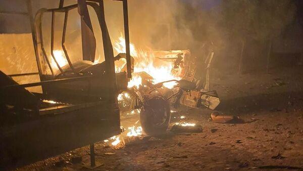 Bağdat'taki Yeşil Bölge'yi hedef alan saldırı sonucu araçlar alev aldı - Sputnik Türkiye