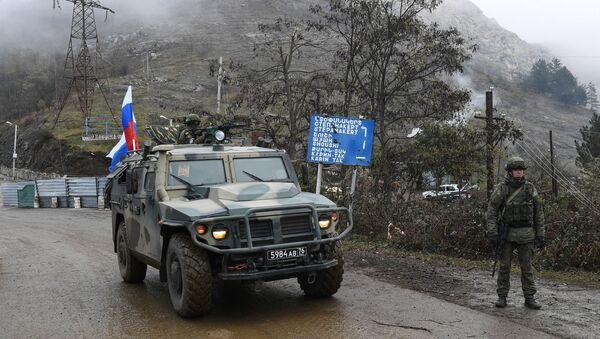 Dağlık Karabağ'ın Laçin koridorundaki Rus barış güçleri - Sputnik Türkiye