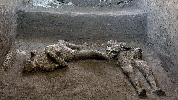 Pompei'de küllerle kaplı iki insan bedeni - Sputnik Türkiye