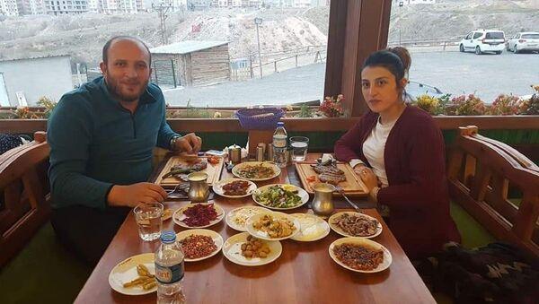 ayram Ç. İsimli erkek ve kendisinden ayrılmak isteyen Hacer Ç.' - Sputnik Türkiye
