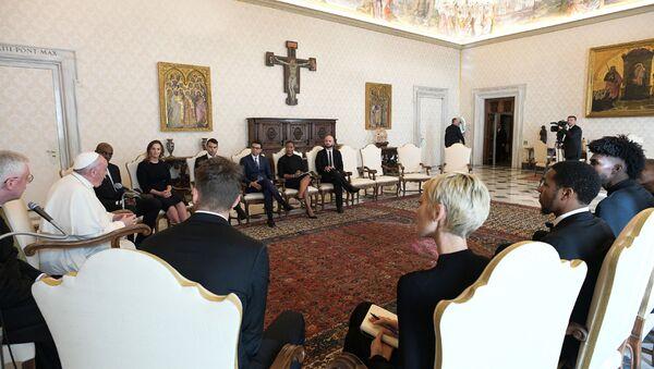 Papa Francis Vatikan'da NBA heyetini ağırlarken  - Sputnik Türkiye