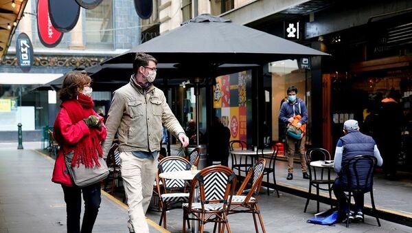 Avustralya, Melbourne, maskeli yürüyen insanlar, kafe - Sputnik Türkiye