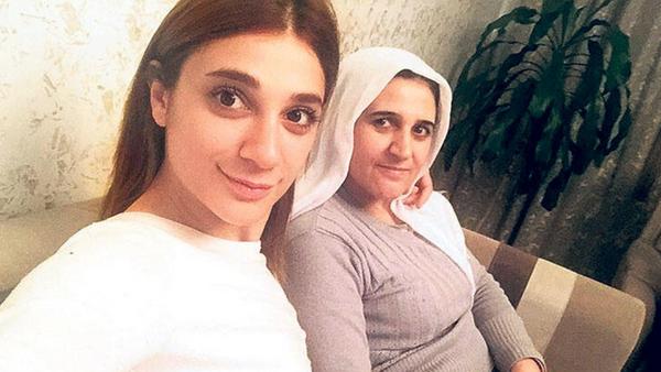 Pınar Gültekin ile annesi Şefika Gültekin - Sputnik Türkiye