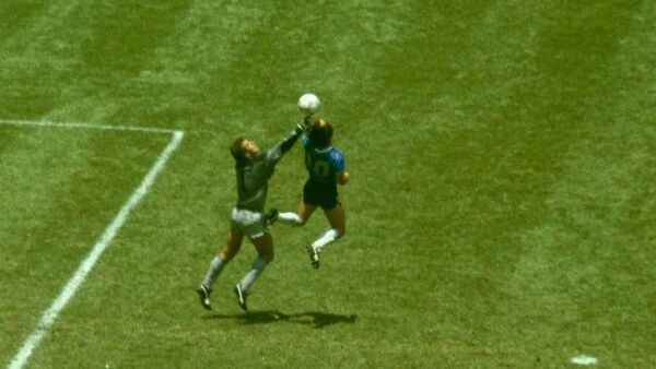 1986 FIFA Dünya Kupası, 2-1 biten Arjantin-İngiltere çeyrek finali, Diego Maradona ile Peter Shilton, Tanrı'nın Eli - Sputnik Türkiye