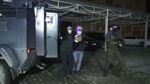 PKK üyesi olmak ve karıştığı eylemler nedeniyle 24 ayrı suçtan aranma kaydı bulunan M.S., İnterpol Daire Başkanlığı ekiplerince Irak'tan yakalanarak, Türkiye'ye getirildi. - Sputnik Türkiye