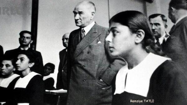 Mustafa Kemal Atatürk, RemziyeTatlı, 1937, Adana ziyareti - Sputnik Türkiye