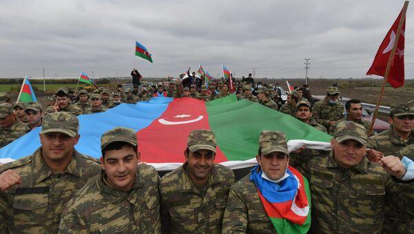 Azerbaycan  bayrağı - Laçin - Dağlık Karabağ - Sputnik Türkiye