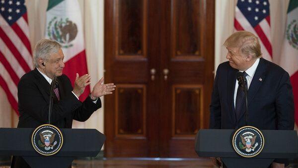 Meksika Devlet Başkanı Obrador ve Donald  Trump - Sputnik Türkiye