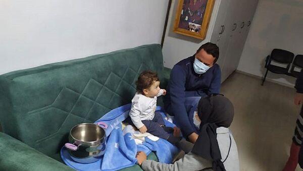 Nevşehir'de düdüklü tencereye sıkışan bebeği itfaiye çıkardı - Sputnik Türkiye