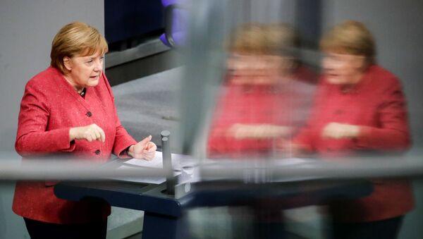 Almanya Başbakanı Angela Merkel, Federal Meclis Genel Kurulu'nda 2021 bütçesi görüşmeleri sırasında konuşurken - Sputnik Türkiye