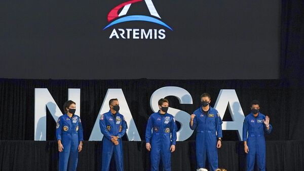 Ay yolculuğu projesi Artemis için görevlendirilecek 18 kişilik ekipte yer alacak 5 astronot: Soldan başlayarak  Jessica Meir, Joe Acaba, Anne McClain, Matthew Dominick, Jessica Watkins - Sputnik Türkiye