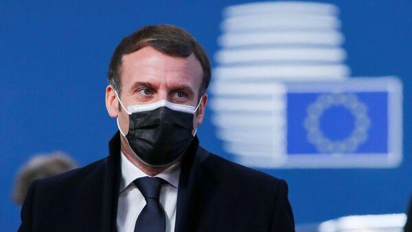 Fransa Cumhurbaşkanı Emmanuel Macron, Brüksel'in evsahipliğindeki 10-11 Aralık 2020 AB liderler zirvesine varırken - Sputnik Türkiye