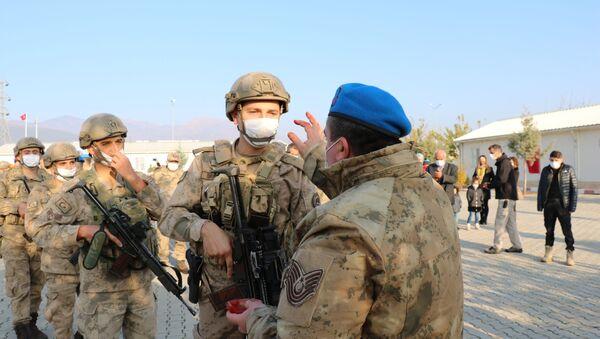 Gaziantep'in İslahiye ilçesinde bulunan Gaziantep Jandarma Komando Tabur Komutanlığında konuşlanan 50 komando Suriye'nin Cerablus kentine uğurlandı. - Sputnik Türkiye