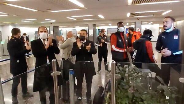 Sivasspor kafilesi İsrail'de 4 saat bekletildi - Sputnik Türkiye