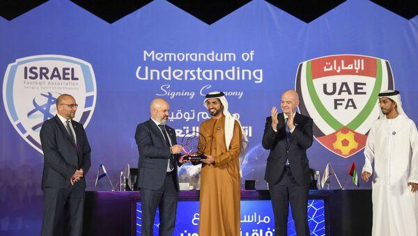 Oren Hasson, Şeyh Rashid bin Humaid Al Nuaimi, Gianni Infantino- İsrail, BAE, FIFA - Sputnik Türkiye