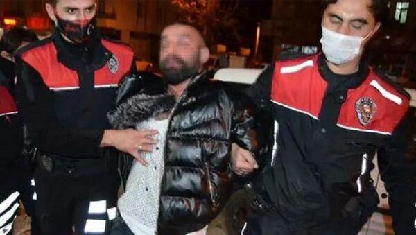 Maske takmamak için direnen şahsa biber gazlı müdahale - Sputnik Türkiye
